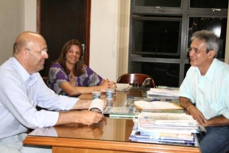 Romanelli assina termo aditivo do PAA, hoje à tarde em Andirá.